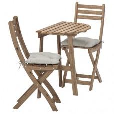 طاولة وكرسيان قابلان للطي خارج المنزل