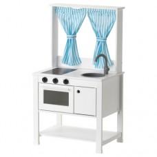 مطبخ لعبة مع ستائر
