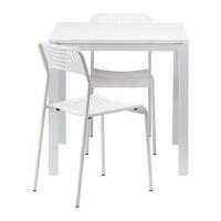 طاولة وكرسيين لون أبيض